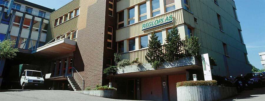 Vue extérieure bâtiment de l'entreprise Regloplas